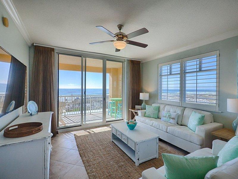 Azure 218 ~ BeachFront Corner 4BR/3BA ~ Sleeps 16 ~ 2018 Designer Remodel - Wow!, holiday rental in Fort Walton Beach