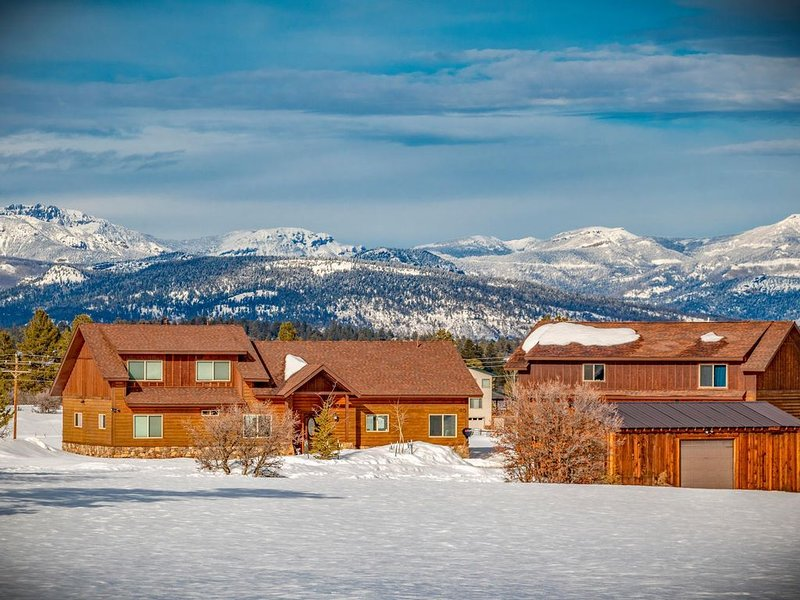 New! Luxury Home with Gorgeous Mountain Views! March Dates Available!!, casa vacanza a Pagosa Springs