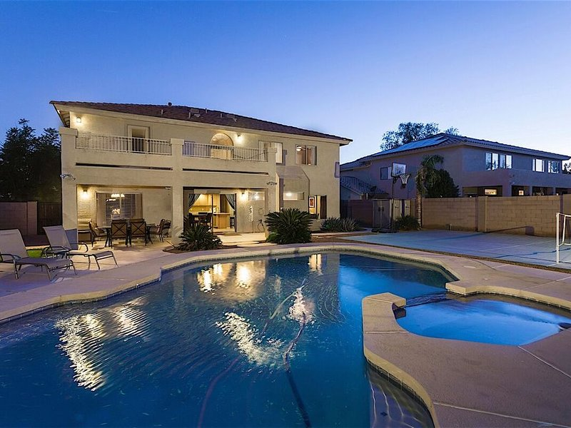 *SANITIZED* Litchfield Manor Spectacular Home / Heated Pool / 5 BR / PHX, vacation rental in Litchfield Park