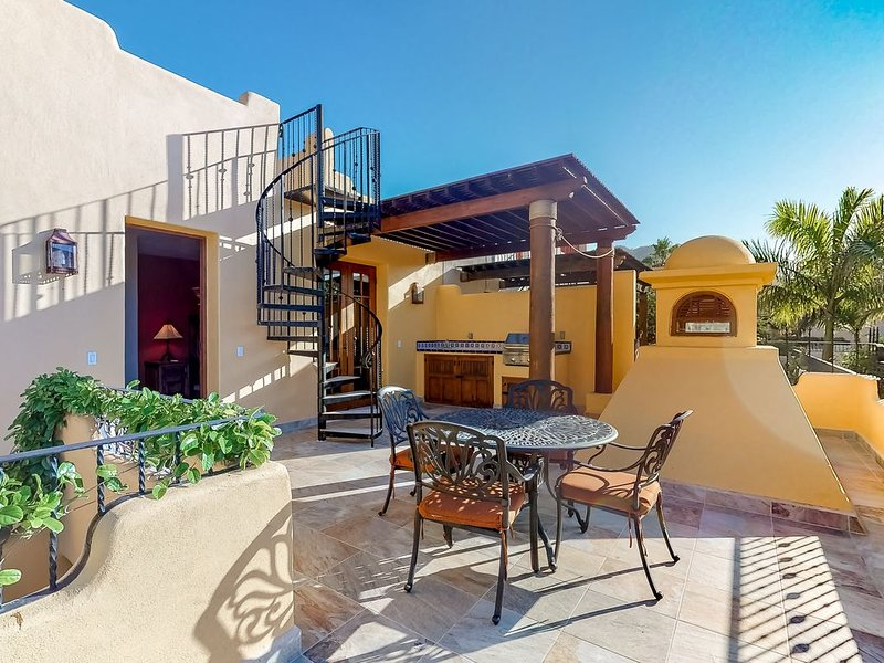 Luxurious, ocean view home w/ WiFi, partial AC & shared pool/golf - near dining!, vacation rental in Loreto