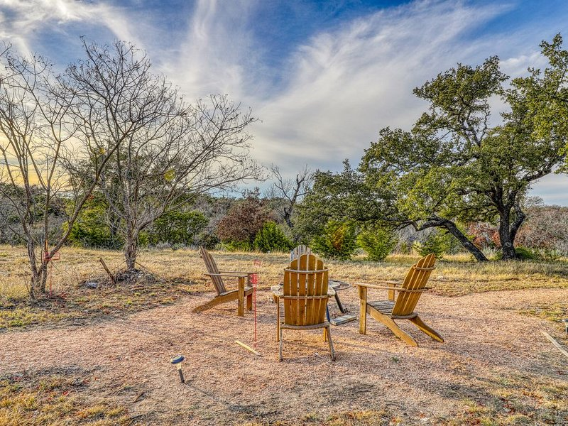 Newly constructed cabin w/ deck, private hot tub, firepit & Hill Country views, vacation rental in Fredericksburg