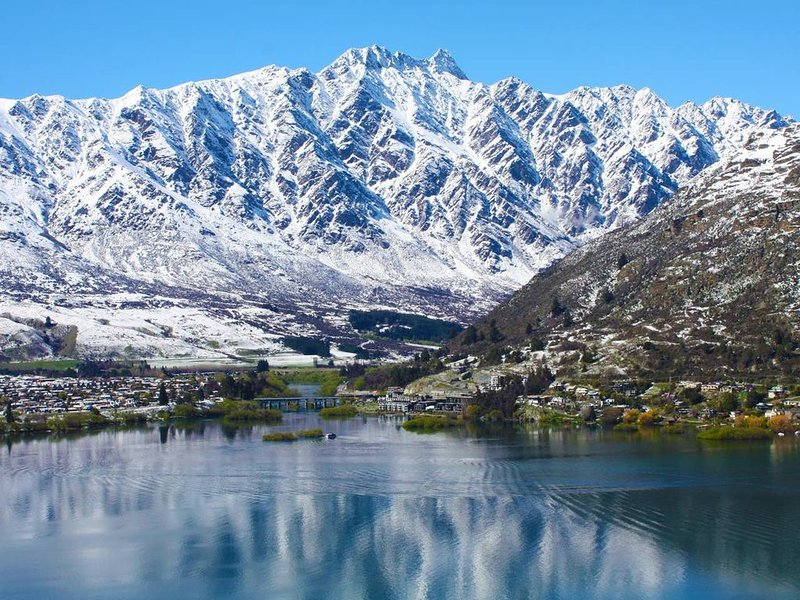 REMARKABLE LAKE VIEW TOWNHOUSE QUEENSTOWN HILL, vacation rental in Lake Hayes