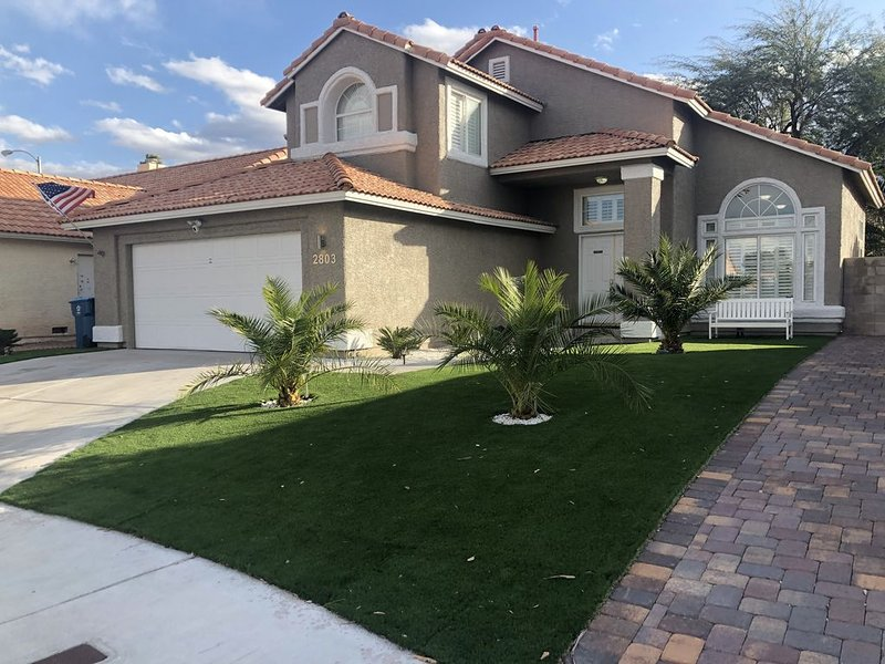 Luxury home amazing location. 8 mins from strip and all major attractions., holiday rental in Henderson