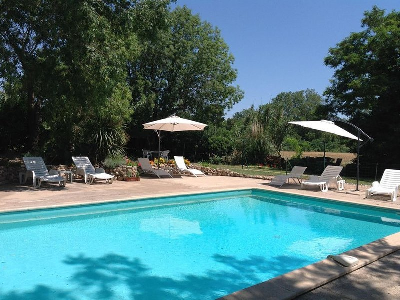 Rural gite with pool. Great for families. 30 minutes drive to the beach., vacation rental in Capestang