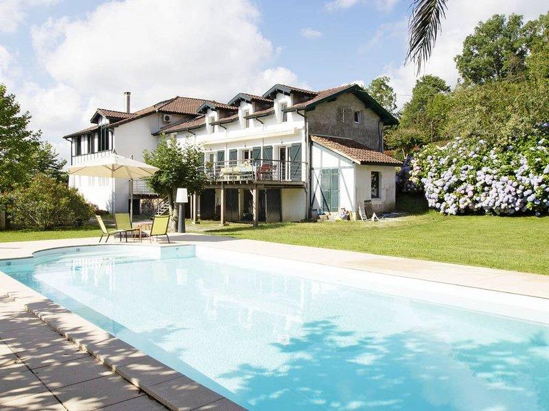 Villa arboré au bord de l'eau (Tennis+Piscine), vacation rental in Bayonne