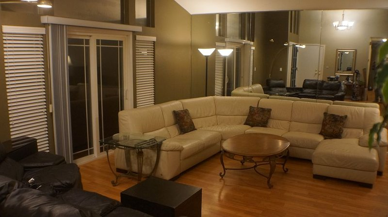 5 BEDROOM 2 BATH MODERN COMFORTS AND AMENITIES, vacation rental in New Almaden