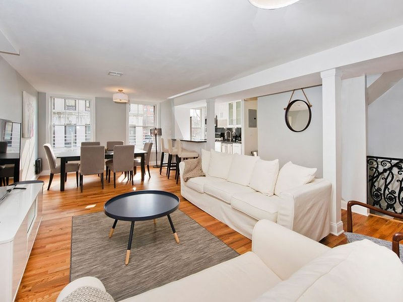 Gorgeous Duplex Brownstone Minutes to Manhattan!, aluguéis de temporada em Jersey City