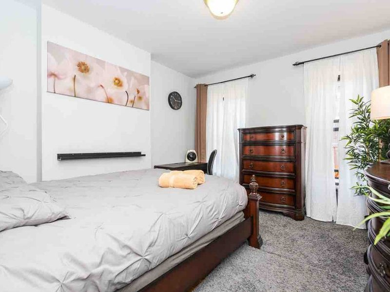 Steps to ✨Times Square and Theater District  ★★★★★, vacation rental in Weehawken
