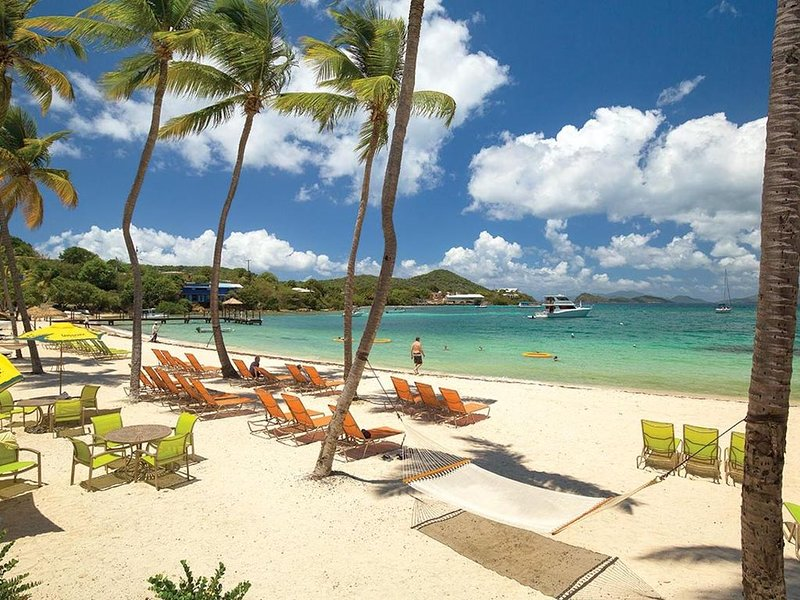 Luxury 2 BR suite nestled in paradise! Amazing views. Over 500 reviews!, vacation rental in Tutu