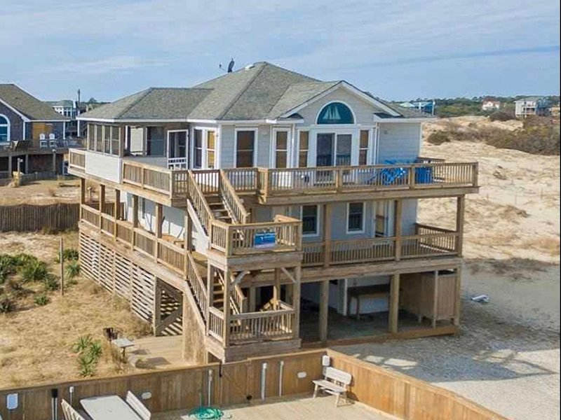 Oceanfront Views, Lightly Salted OBX, Wild Horses, Pool, Hot Tub, 4x4 Beach – semesterbostad i Corolla