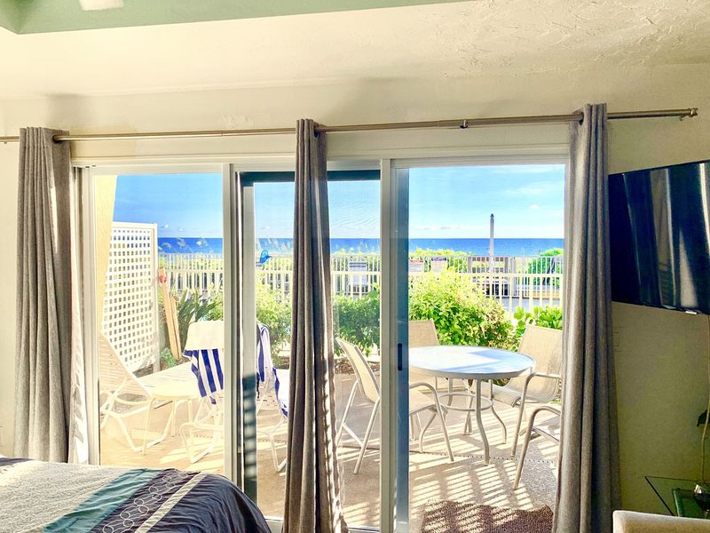 ~ SPECIALS FROM $99 ~ OCEAN FRONT DLX STUDIO  ~, holiday rental in Longboat Key