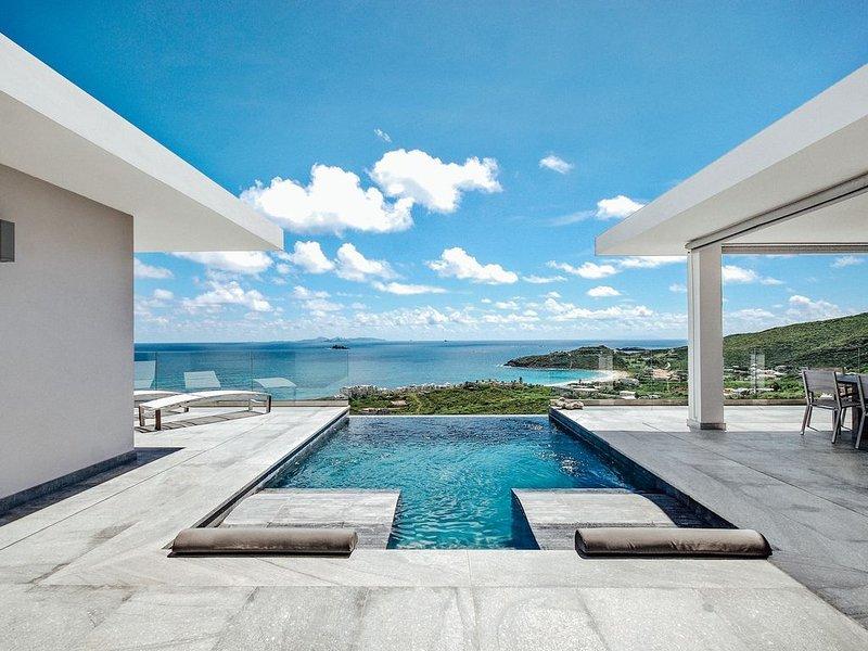 Villa Crystal...Exceptional with Gorgeous Ocean Views!, alquiler de vacaciones en Oyster Pond