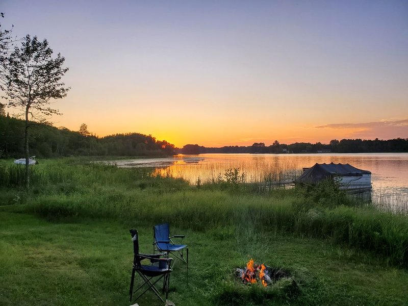 Cabin on lake close to ATV & snowmobile trails, holiday rental in Nashwauk