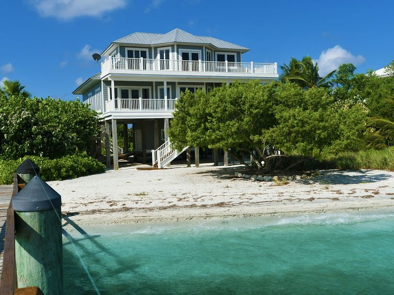 Bayfront Beach Escape, holiday rental in Pineland