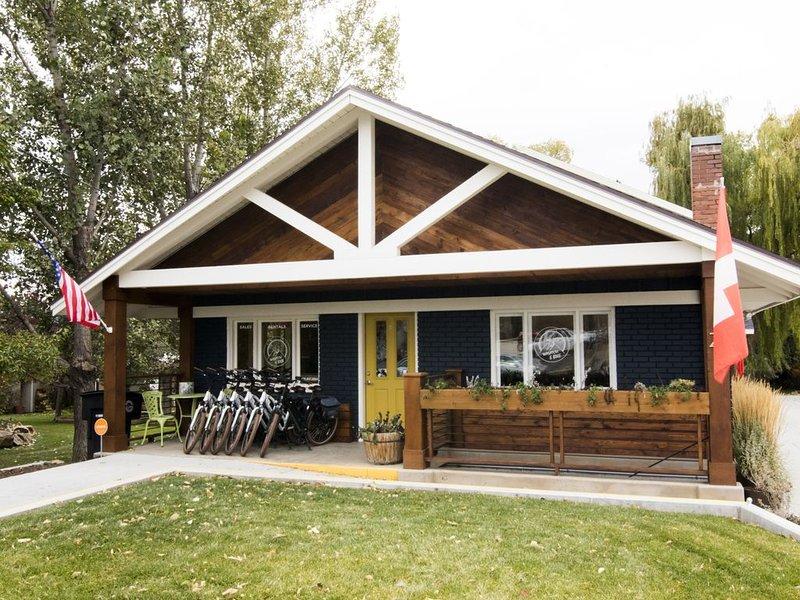 The Blue House on Main, location de vacances à Midway