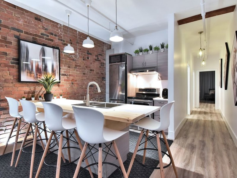 CLASSY LOFT PREMIUM LOCATION CENTRAL OLD MONTREAL, vacation rental in Montreal