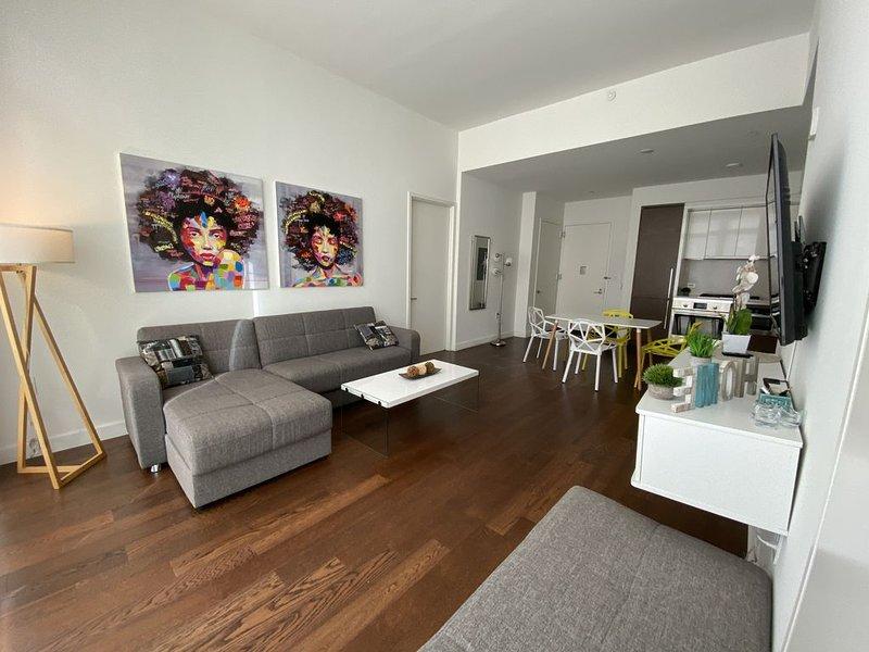 Outstanding 2 bedrooms apt blocks to Times Square, vacation rental in Weehawken