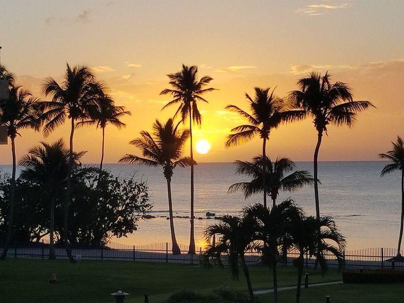Breathtaking Beachfront 1 B/R Apartment, Cabo Rojo, location de vacances à Hormigueros