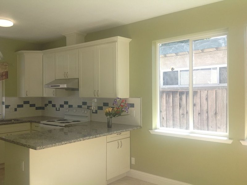 Spacious newly remodeled single family house in convenient quite location of WSJ, location de vacances à Campbell