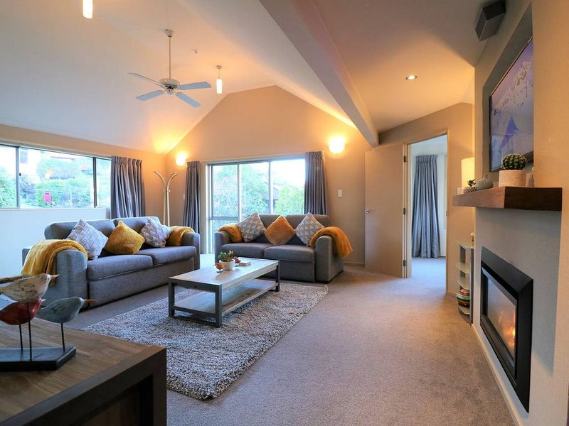 LARGE DISTINCTIVE AND SPACIOUS FAMILY HOME, holiday rental in Glenorchy
