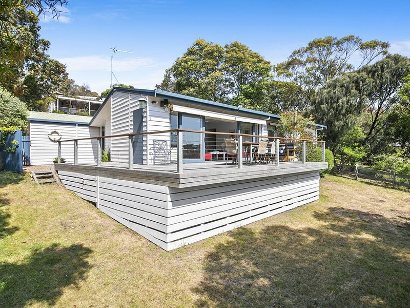 Comfortable Three Bedroom Beach House, holiday rental in Moggs Creek