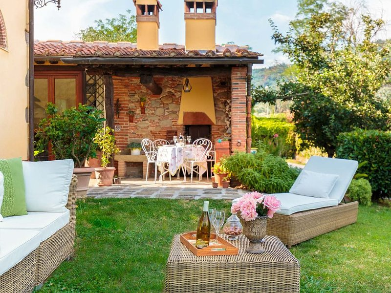 ROSYABATE COTTAGE with Private Garden and views between Lucca and Pistoia, location de vacances à Santa Lucia