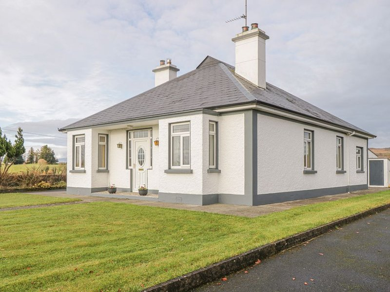 Lime Tree Cottage, FOXFORD, COUNTY MAYO, holiday rental in Ballyvary