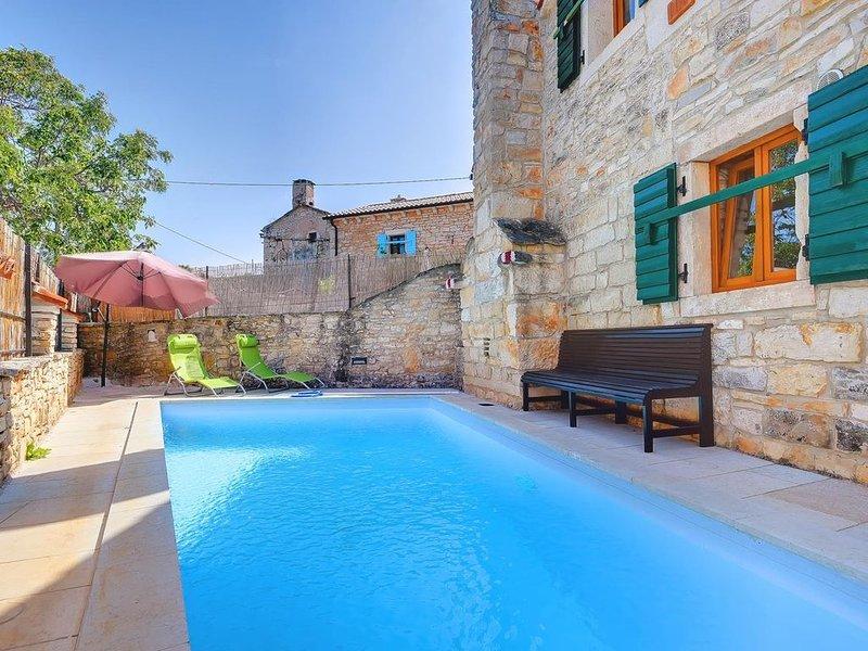 Steinhaus mit privatem und großem Pool, WLAN, Klima, Föhn, Sommerterrasse und Gr, location de vacances à Stokovci