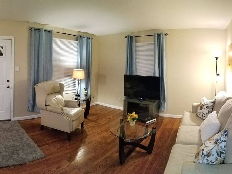 Special July pricing! ~Great location book now~ C, casa vacanza a Maryland Heights