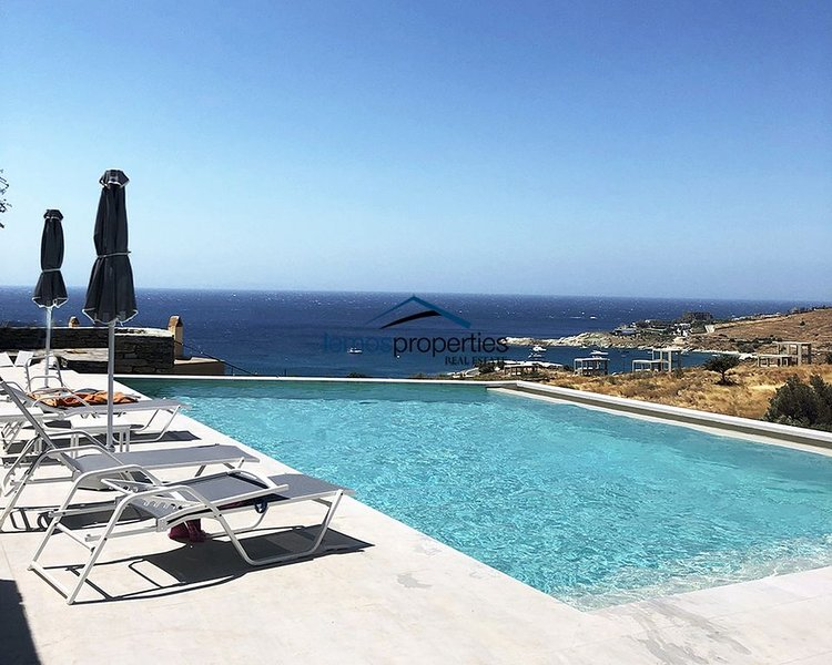4 modern  houses with a swimming pool & sea view, ideal for large groups, location de vacances à Dryopida