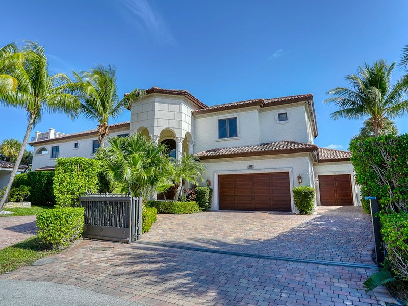 Luxury 9000 sq ft Palace on Lake Santa Barbara Just Listed, holiday rental in Pompano Beach