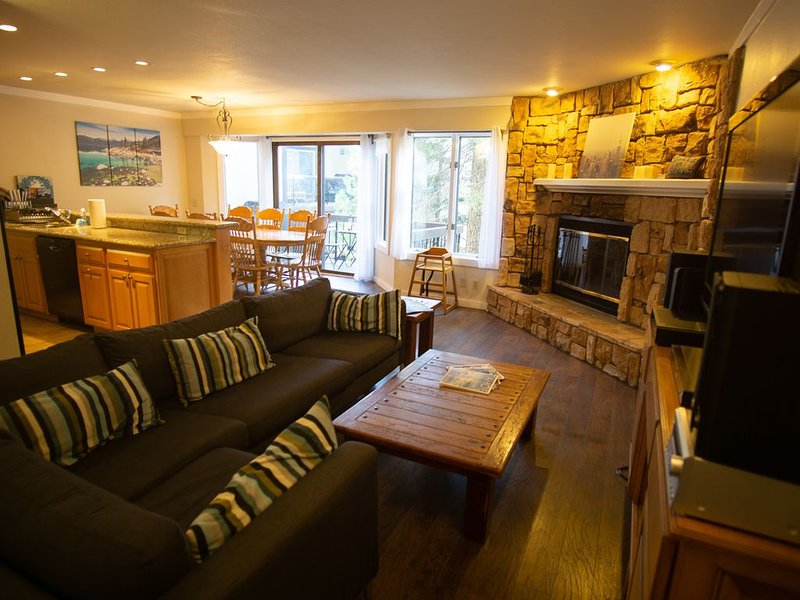 Squaw Valley 4 Bedroom Condo, Biking Distance Of The Village And Tahoe City, vacation rental in Olympic Valley
