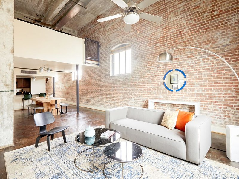 Sonder *Weekly Discounts* 2BR Near Lafayette Square, holiday rental in New Orleans