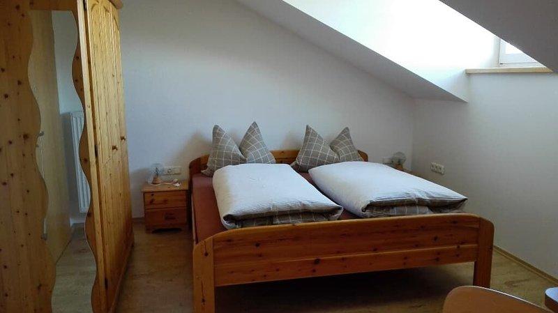 Gut ausgestattete Ferienwohnung (60qm) in ruhiger Alleinlage mit Balkon und groß, location de vacances à Neureichenau