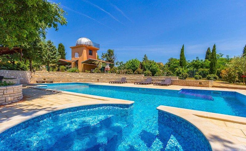 Ferienwohnung mit großem Pool, 2 Schlafzimmer, Waschmaschine, Klima, WLAN, Obser, vacation rental in Valtura