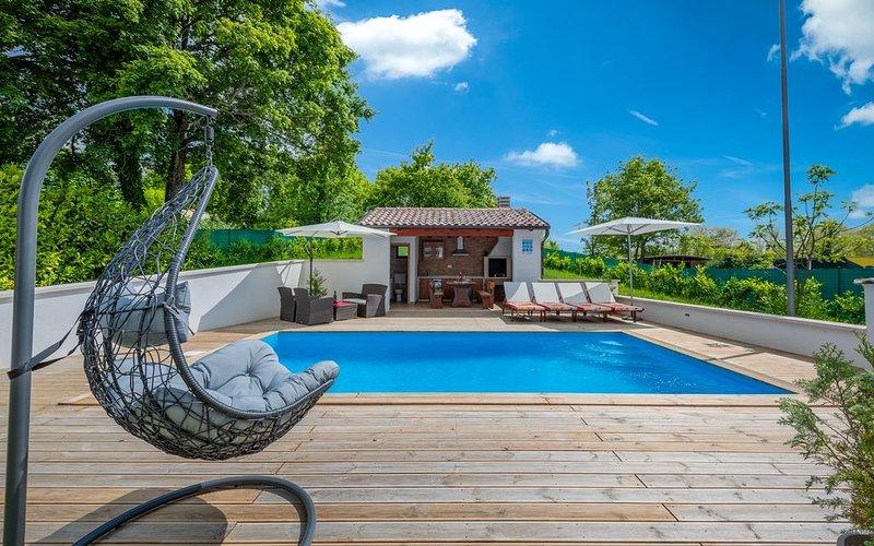 Sonnige Villa mit privatem Pool, Waschmaschine, Klima, WLAN, Sonnenliegen, Außen, alquiler de vacaciones en Gracisce