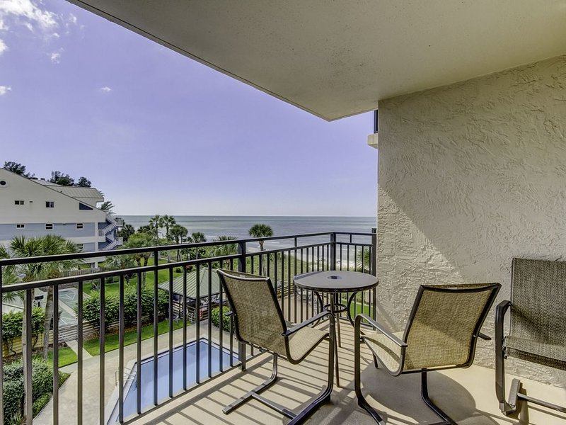 Gorgeous Gulf Views from Immaculate, Vacation Haven - Now Open for Booking!, holiday rental in Belleair Bluffs