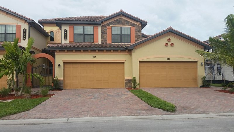 Beautiful 3 Bedroom Coach Home in Bonita National Country Club, holiday rental in Immokalee