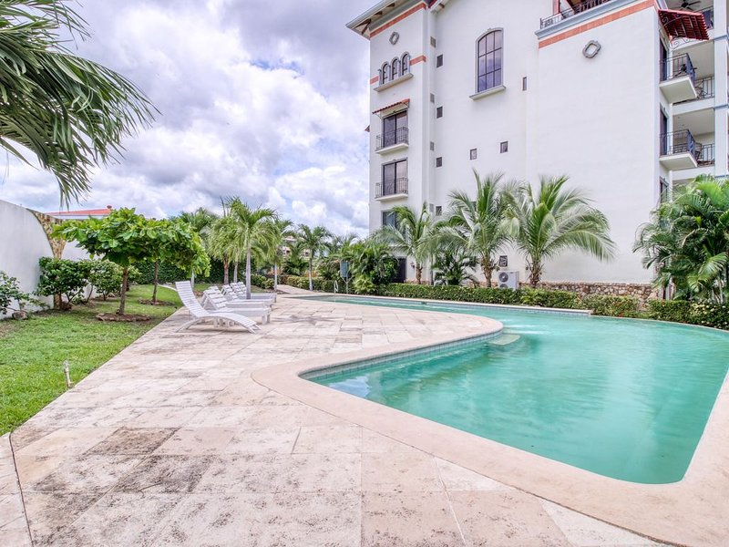 Breezy condo with shared pool, nearby beaches, & stunning ocean views!, vacation rental in Playa Flamingo