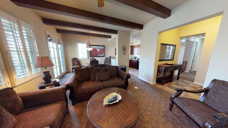 An Upstairs Two Bedroom Legacy Villa with Custom Furniture above the Pool!, holiday rental in La Quinta
