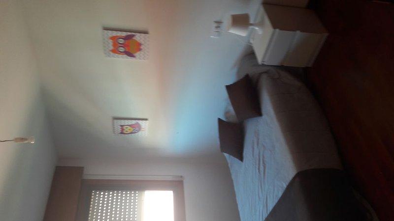 Piso de 3 dormitorios, holiday rental in Vilaboa