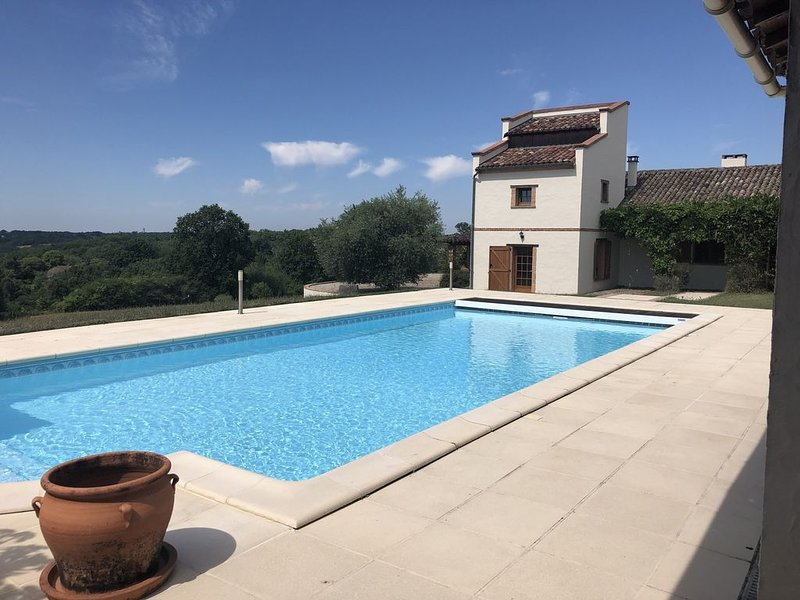 French Farmhouse with Pool, Orchard and Stunning Views!, vacation rental in Durfort-Lacapelette