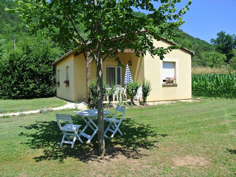 Gîte de la Rive 'Tilleul' Proximité des plus beaux sites du Périgord Noir, holiday rental in Berbiguieres