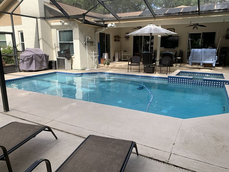 Tampa area home with solar-heated pool, hot tub, river and large dock., location de vacances à Riverview