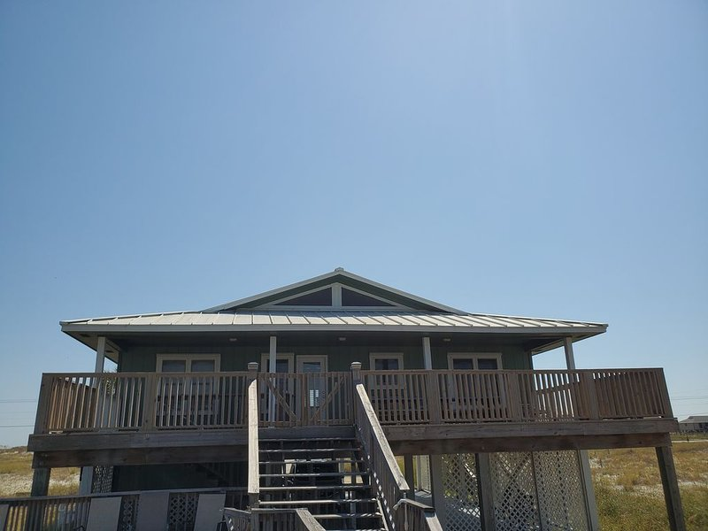 Lagoon House with something for Everyone with good beach access!, location de vacances à Gulf Shores