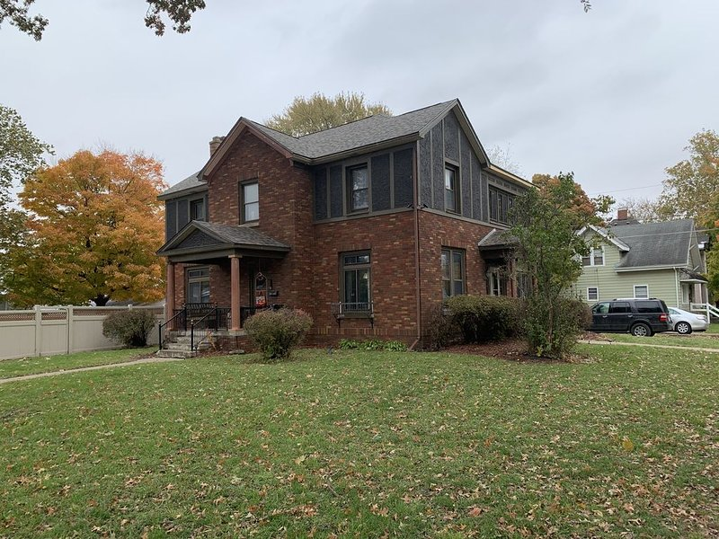 This lavish Tudor  is a great place to gather with family and friends., vacation rental in Barnes City
