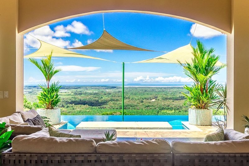 Breathtaking Pacific Sunsets and Cano Island Views from the Infinity Pool, vacation rental in Ciudad Cortes