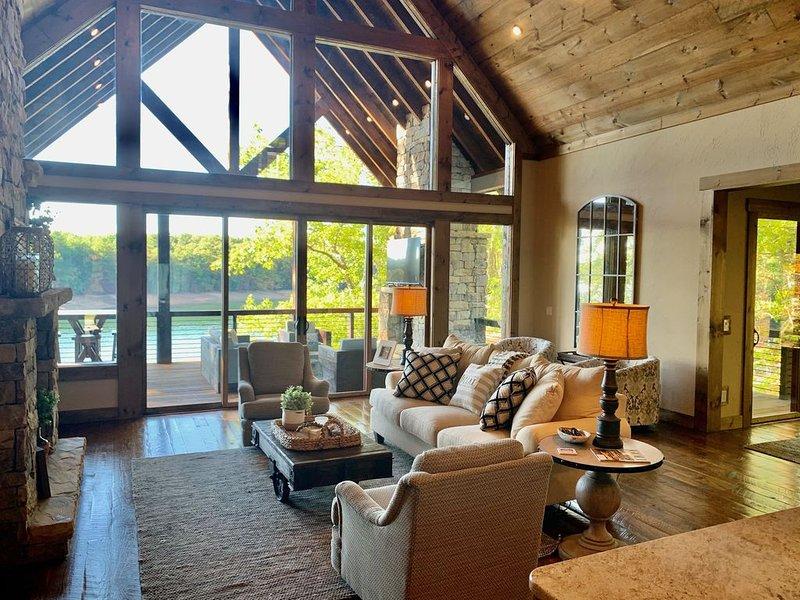 Escape to Hideaway Haven on Lake Blue Ridge, alquiler de vacaciones en Morganton