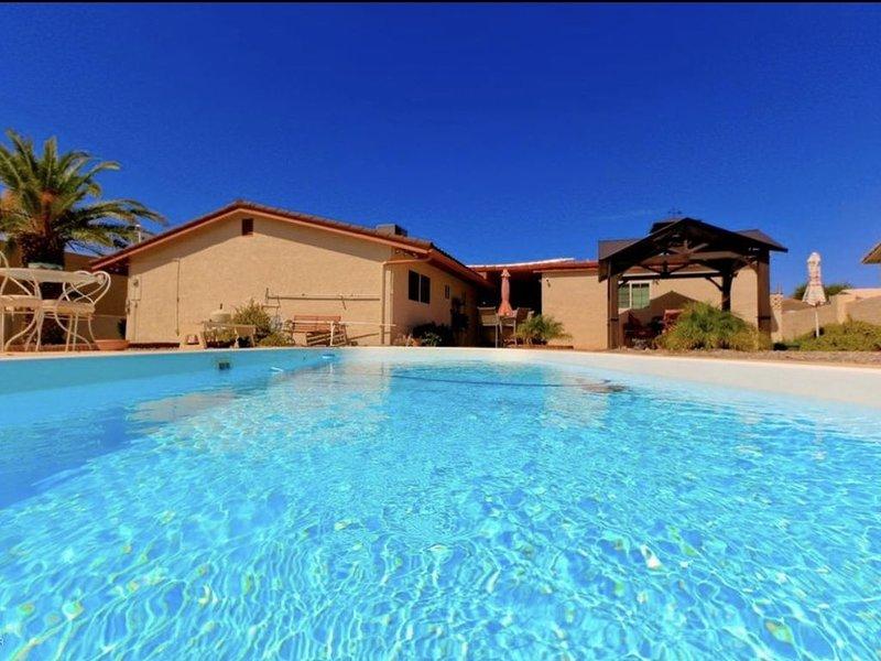 NEW Cozy South Side Havasu Vacation Home W Pool – semesterbostad i Parker Dam