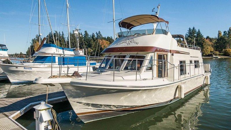 Classic 45' Yacht on Historic Quartermaster Harbor, alquiler vacacional en Vashon